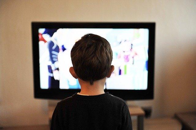 dítě a televize.jpg