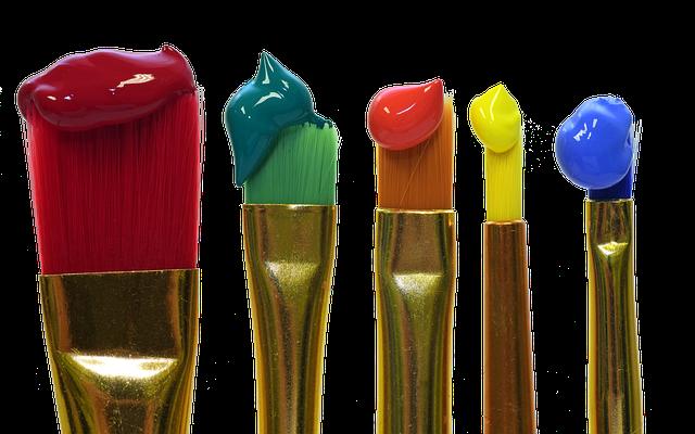 štětce s barvami